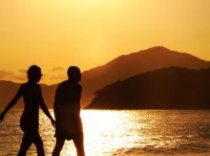 sunset_couple_walk_243076_l